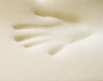 Měkčí strana z viscoelastické líné pěny a HR studené pěny se speciálním prořezem.